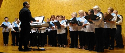 Actuación Coro de la Usal en Avesal